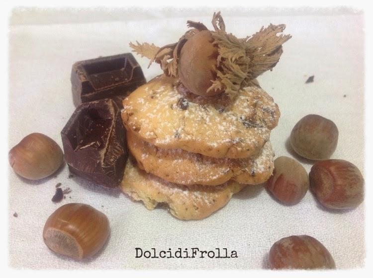 Biscotti con nocciole e cioccolato fondente