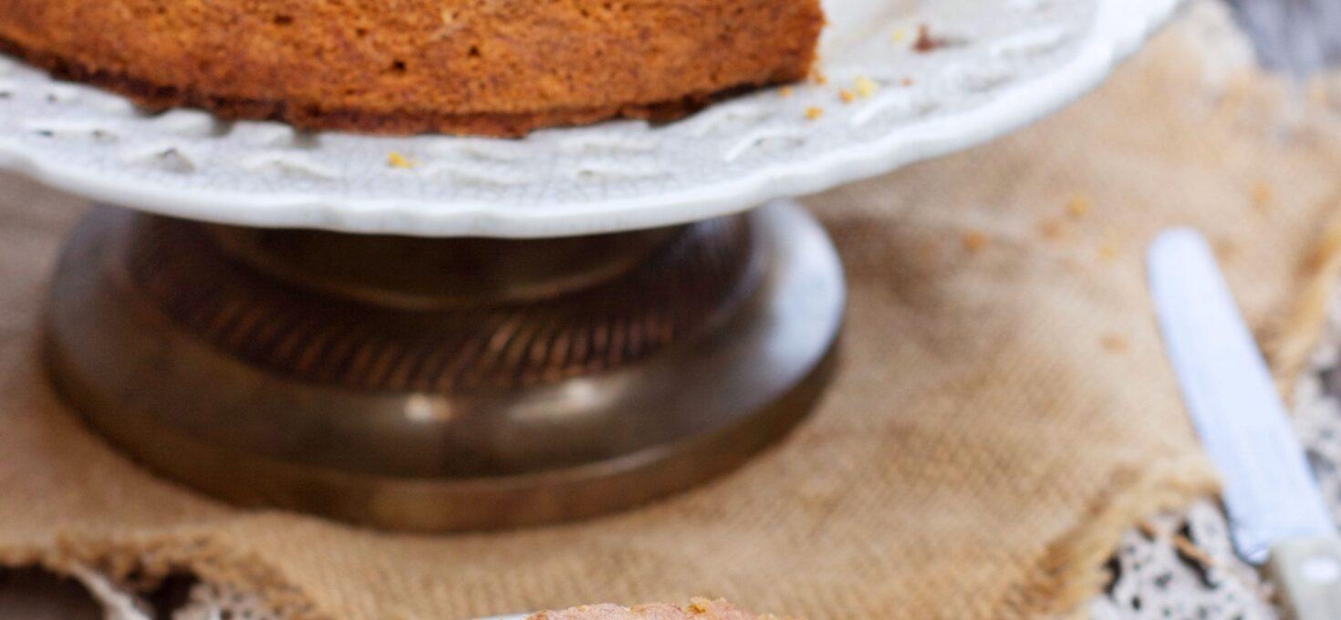 CARROT CAKE CON NOCCIOLE E UVETTA